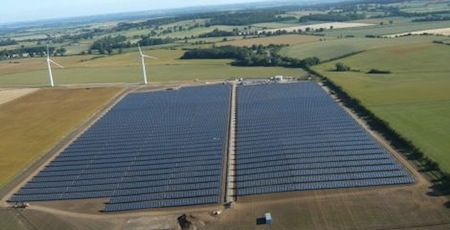 A Solar Power Farm in Oxfordshire, England. (Photo: Solarpowerportal.co.uk)